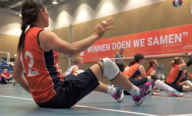 The battle: volleybaldames vs. paravolleysters