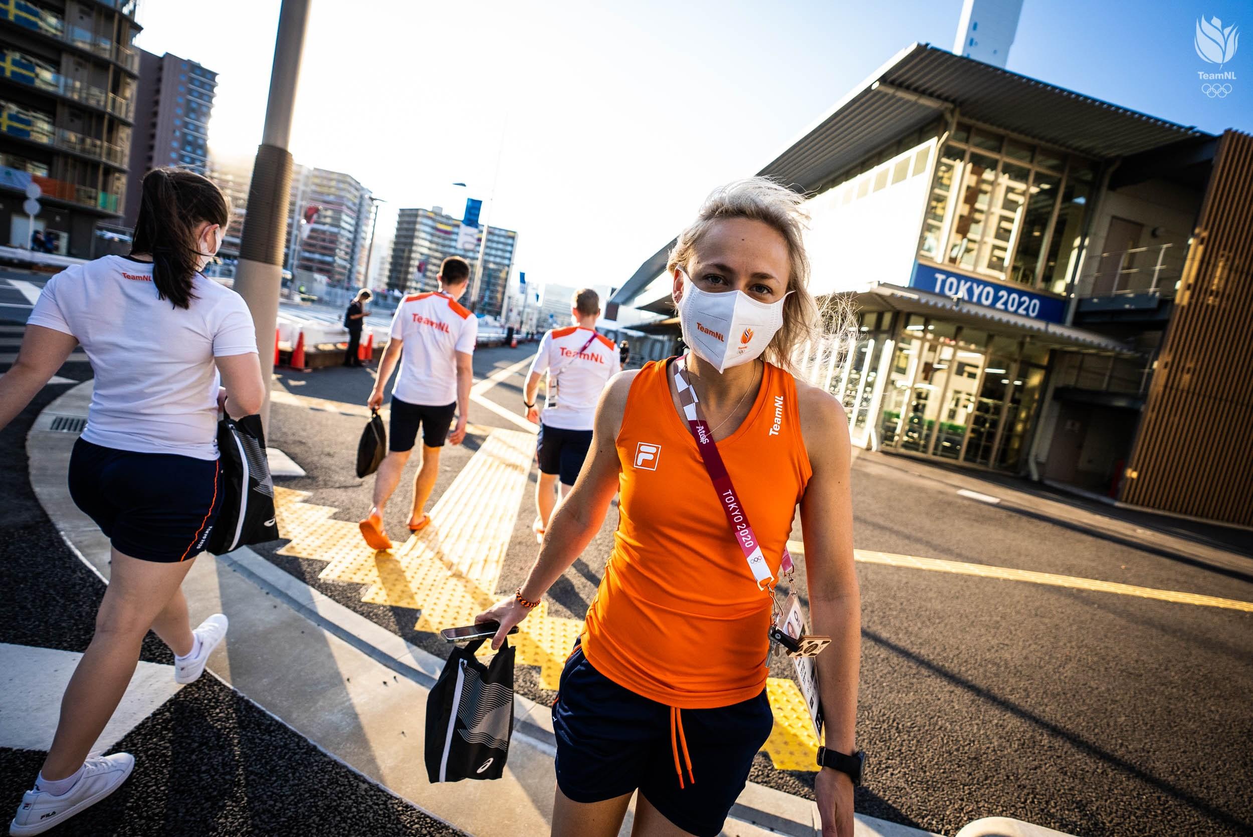 De reis naar Tokio en een kijkje in het olympisch dorp | Inside Tokio #1