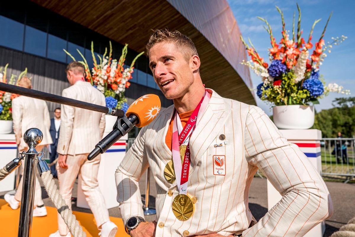 We gaan de Paralympische sporters huldigen!