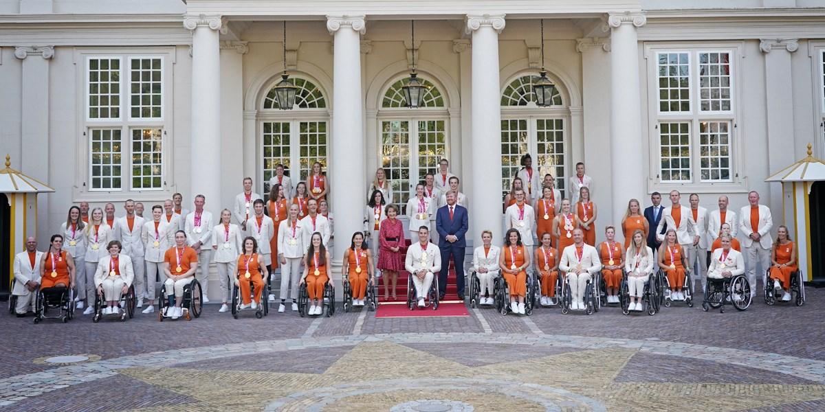 Paralympiërs gehuldigd en op bezoek bij de koning